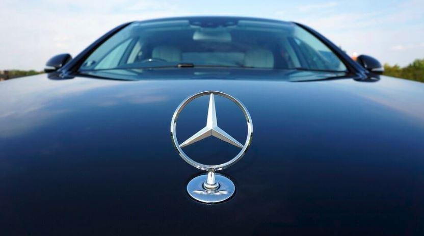 Mercedes Benz logo on SL